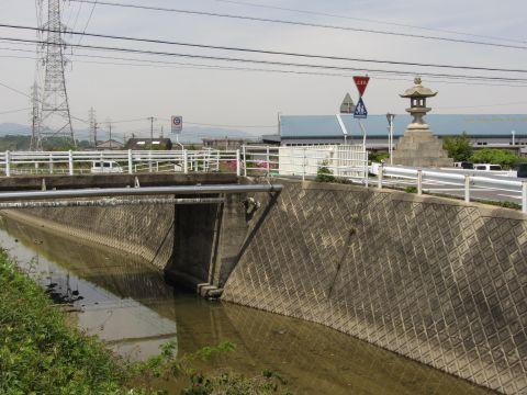 米洗橋と常夜燈