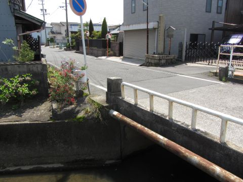 富田の一里塚跡