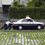 ガス欠した警察
