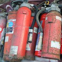 廃棄する消火器