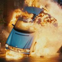 爆発する車