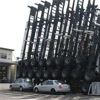 トレーラーのシャーシを縦に駐車