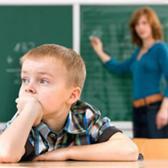 授業によそ見をする子供