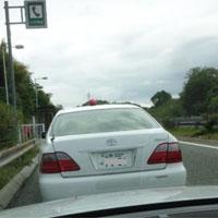 高速道路で取り締まる警察