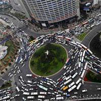 渋滞するラウンドアバウト