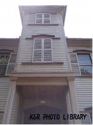 5月13日旧スチイル記念学校入口