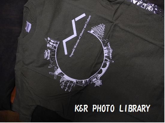 お土産ミュージアムショップのTシャツ