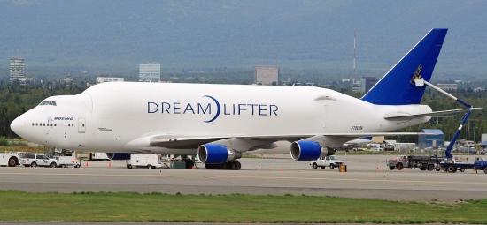 Atlas_Air_747_Dreamlifter_at_ANC_(6334752939)-2.jpg