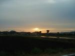 夕暮れ。。田んぼ二火が写って、微妙な色