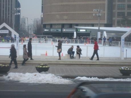 市内にスケートリンクあり