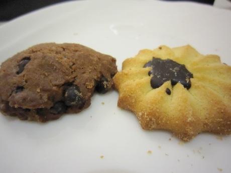 懐かしいクッキーもついてくる
