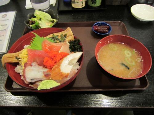 穴子が1本付いた海鮮丼 ¥900