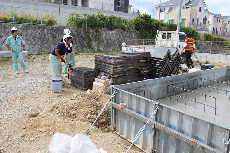 基礎型枠コンクリート剥離剤散布