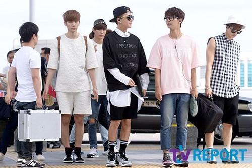Tara Jiyeon airport fashion  Indulgy