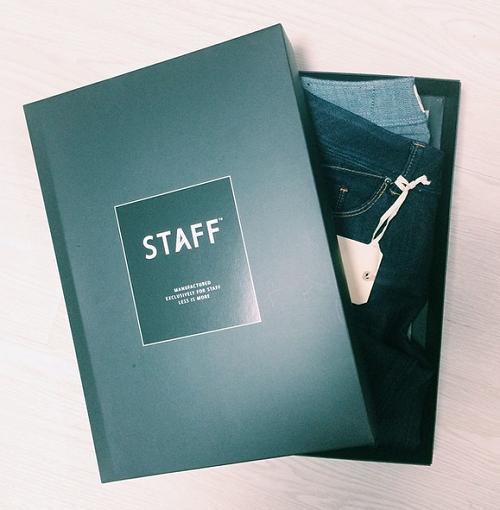 STAFF プレゼントの箱