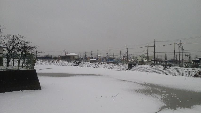 雪の聖堂池