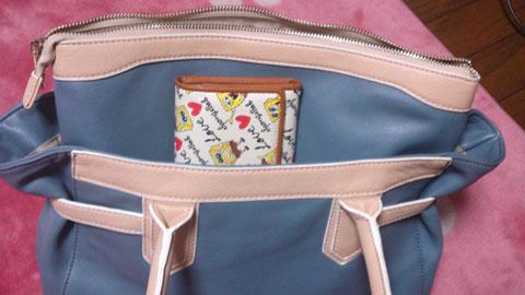 スポンジボブの財布をバッグに!
