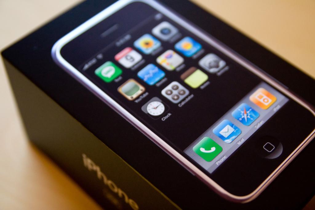 iPhoneのパッケージデザイン全8機種分を振り返る!