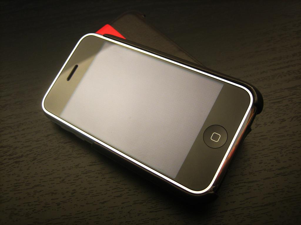 アップル、iPhone 6にサファイアガラスを採用か