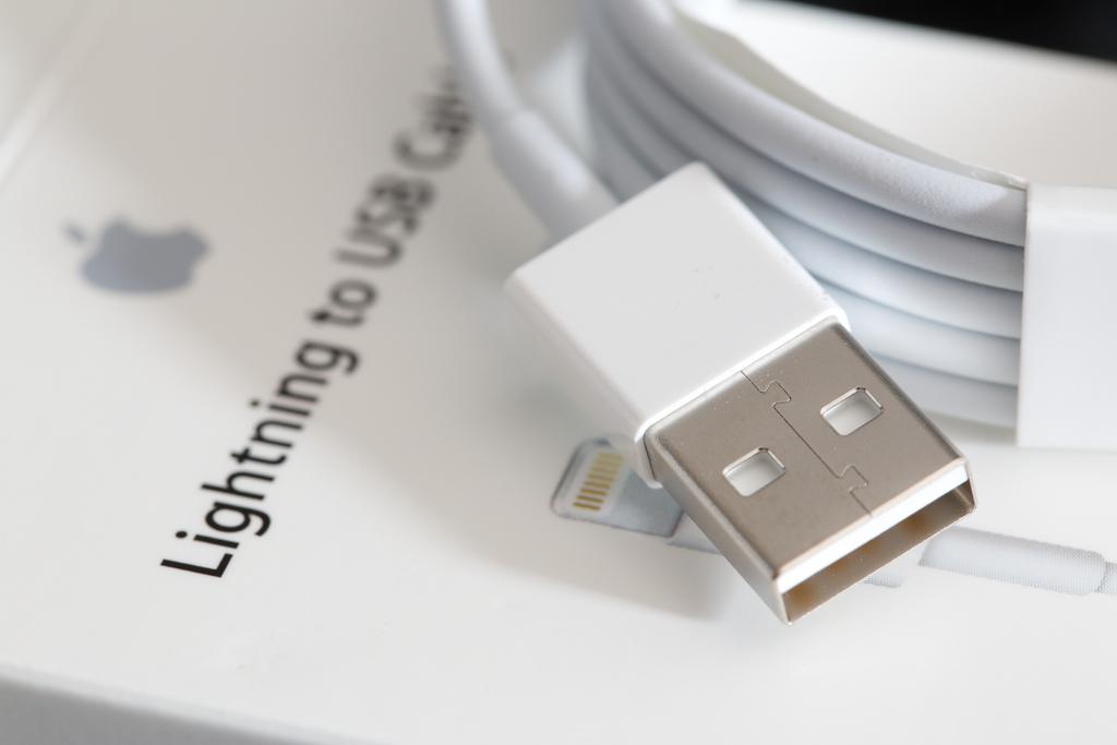 アップル、USB端子側もリバーシブルに対応したLightningケーブルを発売か