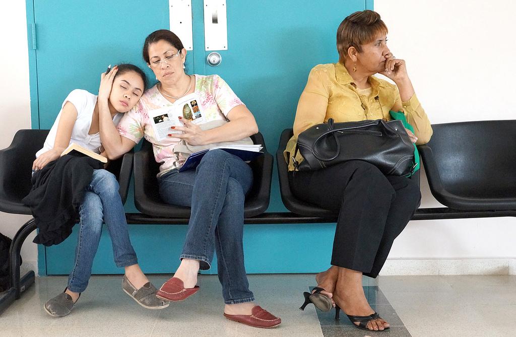 病院内での携帯電話やスマホの使用が原則可能に