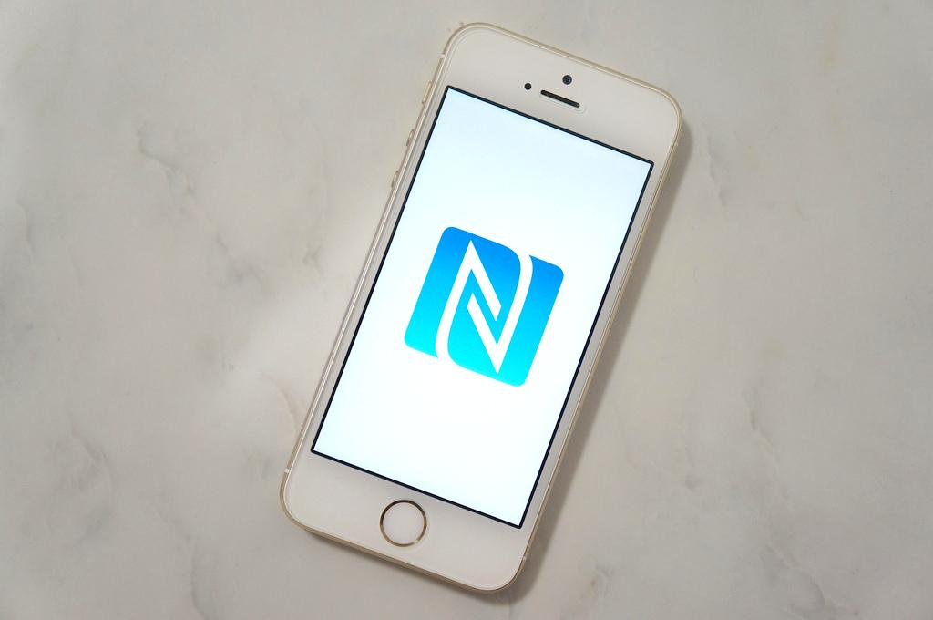 iPhone 6の基板にNFCチップ搭載スペースが見つかるも、多数の疑問点も見つかる