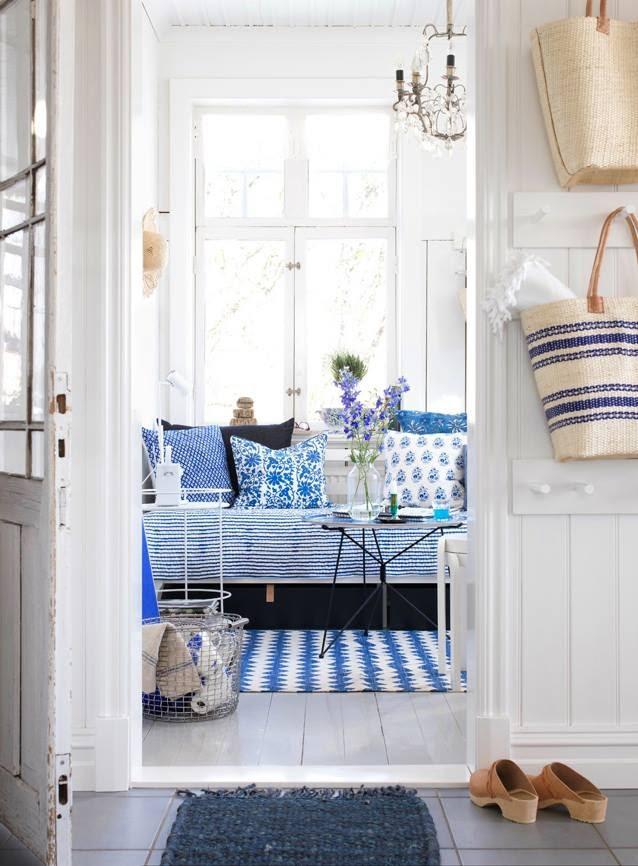 Salon azul y blanco bohemio