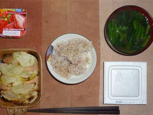 胚芽押麦入り五穀米,納豆,焼き玉葱,ほうれん草のおみそ汁,ヨーグルト