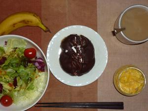 チョコレートパン,サラダ,スクランブルエッグ,バナナ,コーヒー