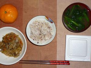 胚芽押麦入り五穀米,納豆,野菜のにんにく醤油炒め,ほうれん草のおみそ汁,みかん