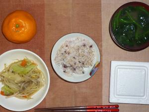 胚芽押麦入り五穀米,納豆,野菜炒め,ほうれん草のおみそ汁