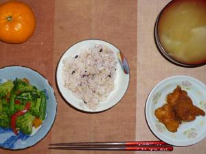 胚芽押麦入り五穀米,鶏の唐揚げおろしソース,ブロッコリーのピリ辛炒め,玉葱のおみそ汁,みかん
