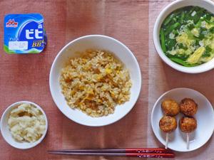 焼き豚チャーハン,つくね×2,マッシュポテト,ほうれん草と玉子のスープ