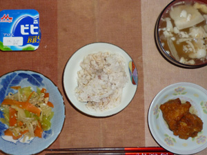 胚芽押麦入り五穀米,鶏の唐揚げおろしポン酢かけ,ひき肉と野菜の塩麹炒め,豚汁,ヨーグルト