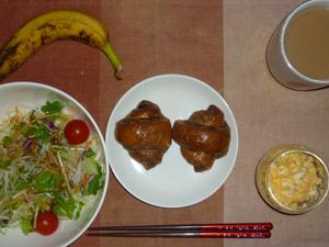 ミニチョコクロワッサン,サラダ,ひき肉入りスクランブルエッグ