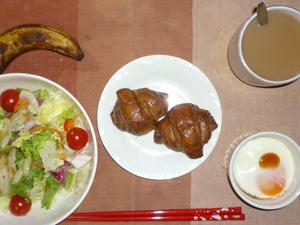 ミニチョコクロワッサン,サラダ,目玉焼き,バナナ,コーヒー
