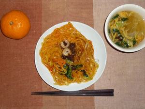 汁なし担担麺,ほうれん草と玉子の中華スープ,みかん