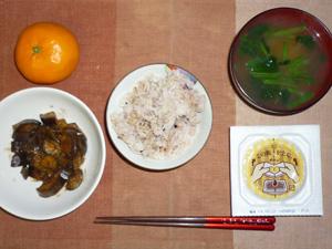 胚芽押麦入り五穀米,納豆,茄子の炒め物,ほうれん草のおみそ汁,みかん