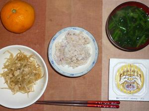 胚芽押麦入り五穀米,納豆,もやしの炒め物,ほうれん草のおみそ汁,おみかん