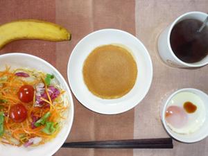 パンケーキ,サラダ,目玉焼き,バナナ,麦茶