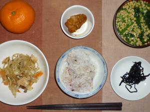 胚芽押麦入り五穀米,紫蘇昆布,鶏ひき肉ともやしのにんにく醤油炒め,鶏の唐揚げ,納豆汁,みかん