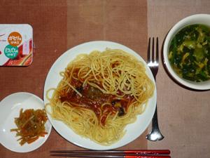 茄子のミートソーススパゲッティ,キンピラゴボウ,ほうれん草の卵のスープ,ヨーグルト