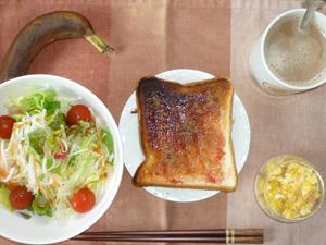 イチゴジャムトースト,スクランブルエッグ,サラダ,バナナ,コーヒー