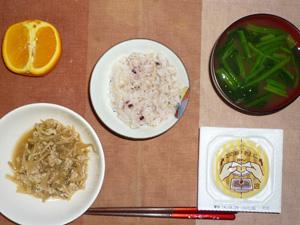胚芽押麦入り五穀米,納豆,鶏ひき肉ともやしのにんにく醤油炒め,ほうれん草のおみそ汁,オレンジ