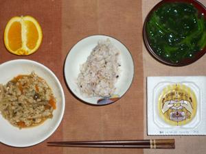 胚芽押麦入り五穀米,納豆,もやしとひき肉の炒め物,ほうれん草のおみそ汁,オレンジ