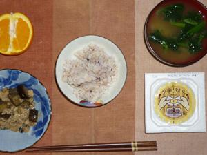 胚芽押麦入り五穀米,納豆,茄子と鶏ひき肉の炒め物,ほうれん草のおひたし,オレンジ
