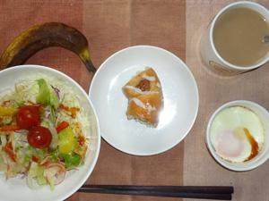 レーズンリングブレッド,サラダ,目玉焼き,バナナ,コーヒー