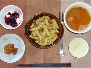 ペンネガーリックチキン,鶏の唐揚げ,マッシュポテト,トマトスープ,ヨーグルトとハスカップジャム