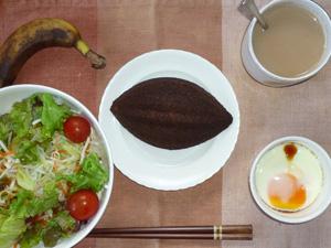 アーモンドパン(チョコ),サラダ,目玉焼き,バナナ,コーヒー