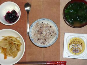 胚芽押麦入り五穀米,納豆,煮込み野菜,ほうれん草のおみそ汁,ヨーグルトのハスカップジャム添え